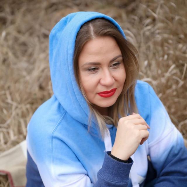 """Директор агентства недвижимости из Краснодара стала донором костного мозга и спасла жизнь 13-летней девочки – своего генетического близнеца, о которой пока больше ничего не знает. <br> <a href=""""https://bloknot-krasnodar.ru/news/my-s-toy-devochkoy-geneticheskie-bliznetsy-krasnod-1245341?sphrase_id=1554007 """" target=""""_blank"""" rel=""""noopener"""">Подробнее</a>"""